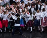 children_hun_folk_dance